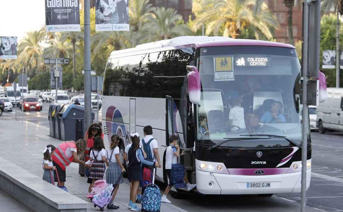 Empleo monitores transporte escolar
