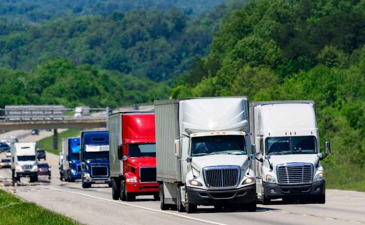 España necesita cubrir 15.000 puestos de trasportistas debido a la crisis de camioneros